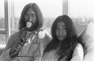 1600px John Lennon en zijn echtgenote Yoko Ono op huwelijksreis in Amsterdam hielden pe Bestanddeelnr 922 2301 20 Celebrities With Dark Pasts You Didn't Know About