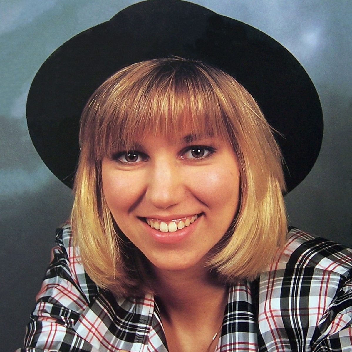 2 6 e1625215793636 Remember Debbie Gibson? Here's What She Looks Like Now!