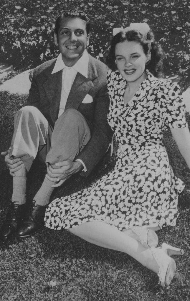 2346408072 e4ef1c0655 b The Tragic Life And Death Of Judy Garland