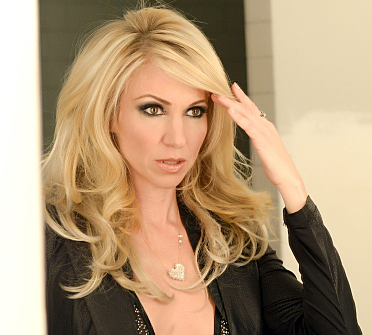 9 8 e1625215890683 Remember Debbie Gibson? Here's What She Looks Like Now!