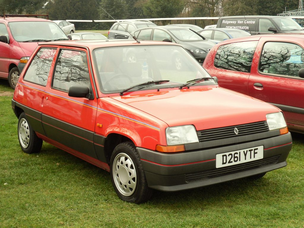 Red Renault 5