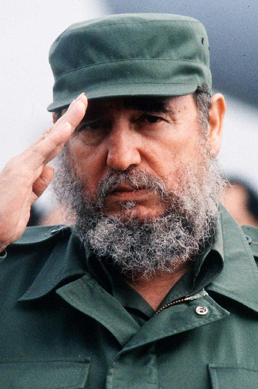 fidel castro salute 15 Unexpected Celeb Photos From History