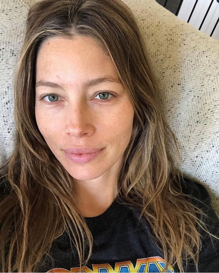 2018 09 19 jessica biel no makeup 40+ Photos Of Celebrities They Would Not Want You To See