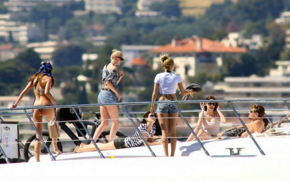 7 4 10 Photos Leonardo DiCaprio Does NOT Want You To See