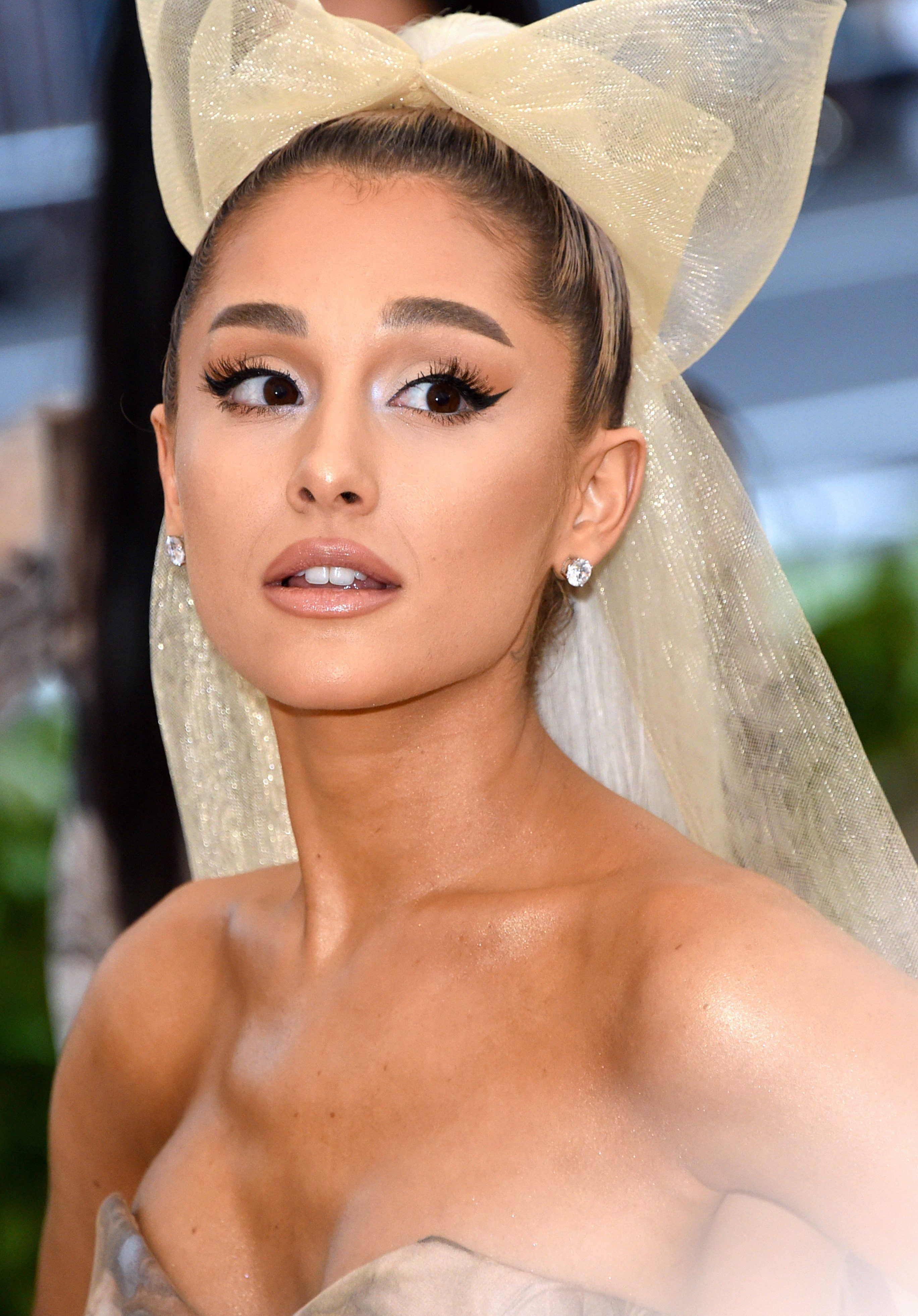 Ariana e1544782762174 1 Celebs Before And After Surgery