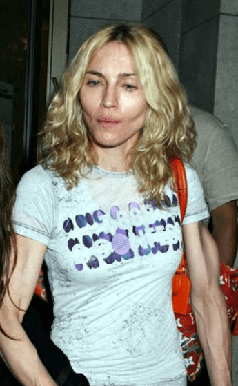 Screenshot 2018 12 12 at 09.32.22 40+ Photos Of Celebrities They Would Not Want You To See