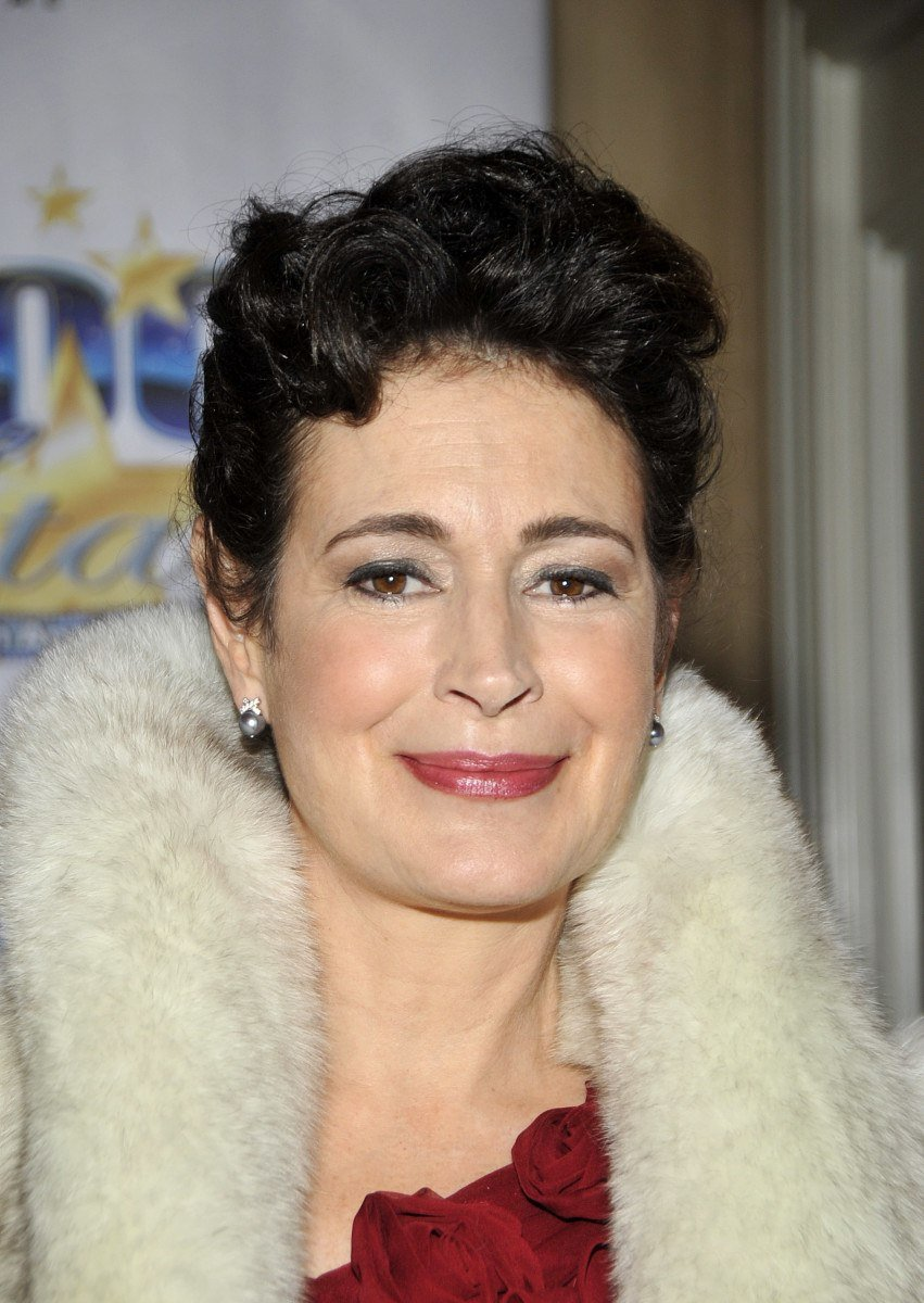 sean young 17139026 2 raw 15 Notoriously Difficult Actors That Nobody Wants To Work With