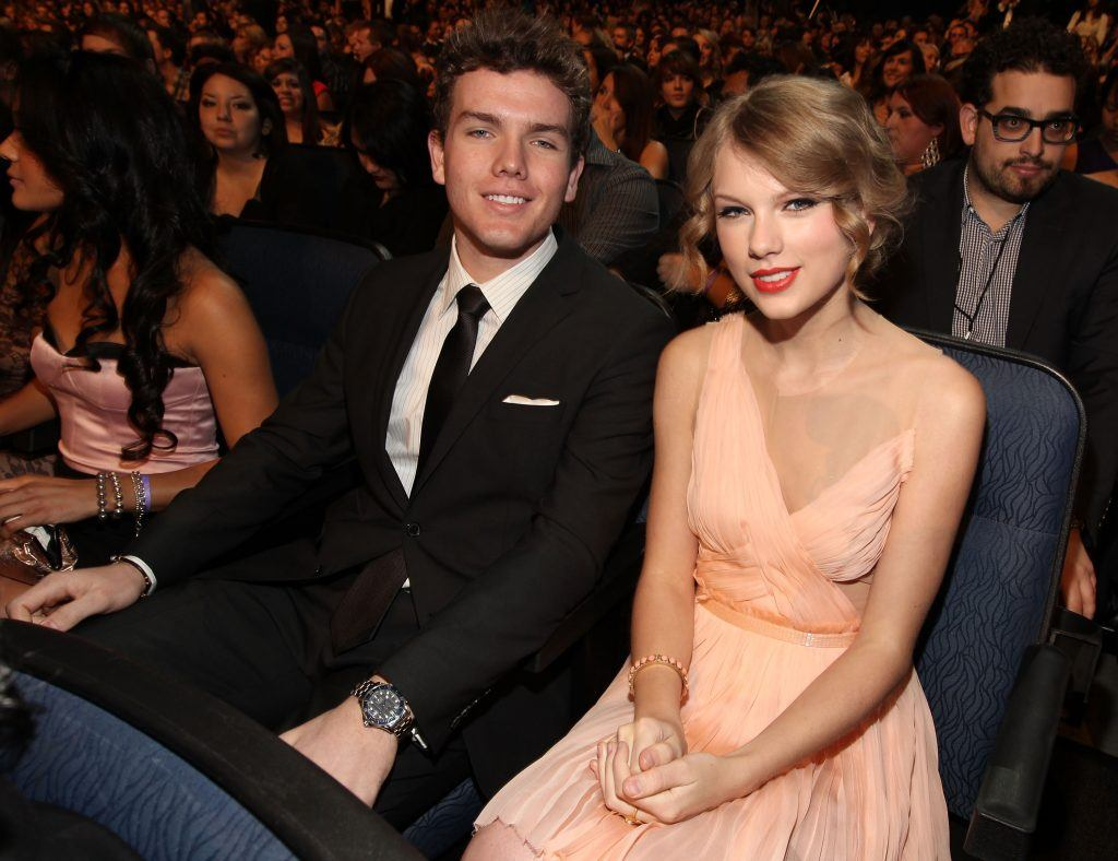107898250 Celebs And Their Non-Famous Siblings