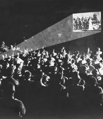 AudienceAtAnEarlyMovieTheater.jpg.620x0 q80 crop smart upscale true e1574244096136 20 Movie Urban Legends (That Aren't Actually True)