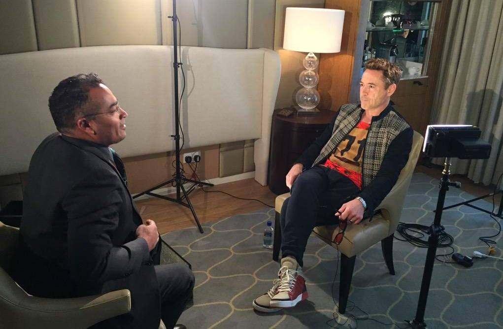 CDMM7QQW8AAbyqK The Most Cringe-Worthy Celebrity Interviews Of All Time