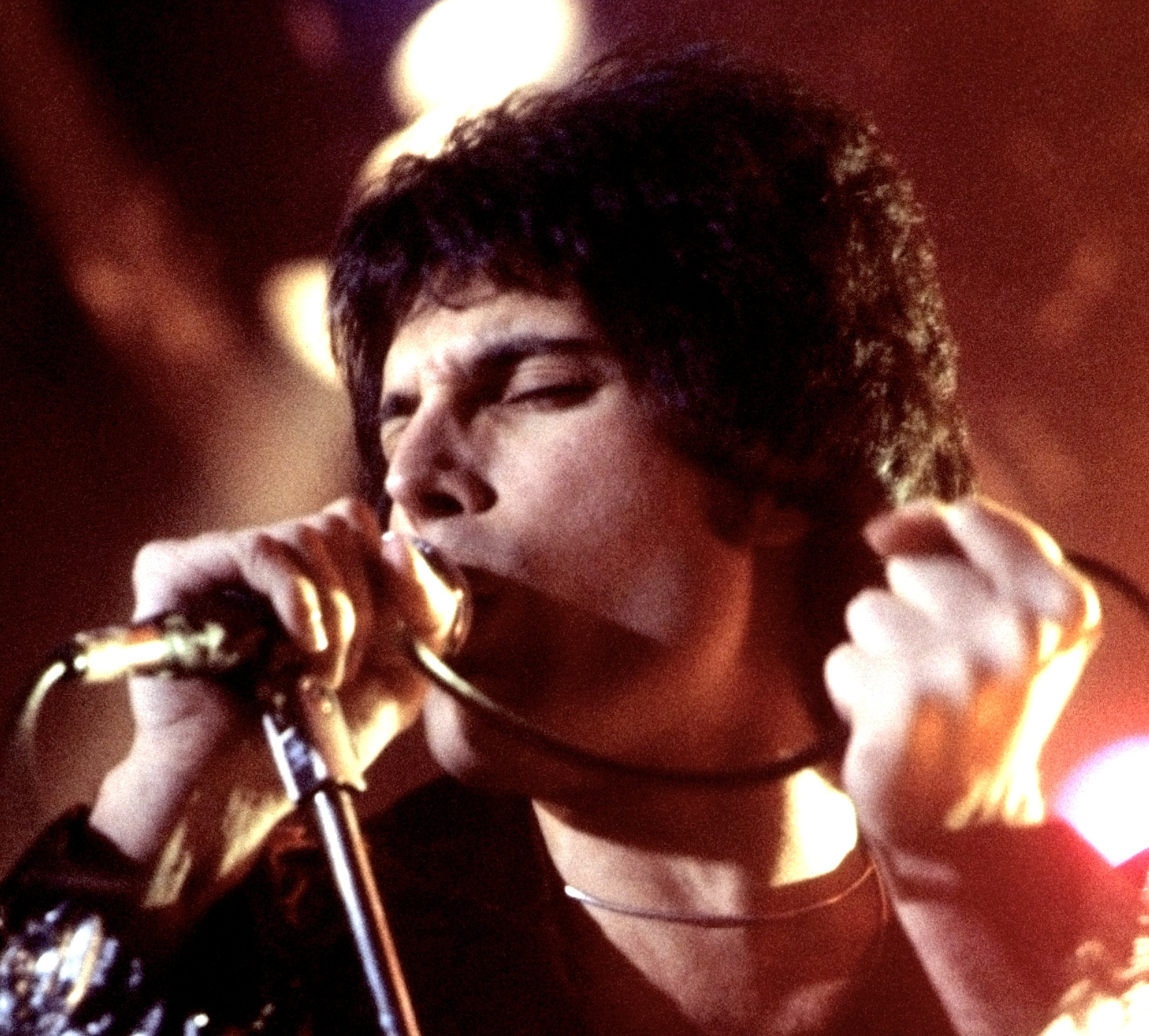Freddie Mercury performing in New Haven CT November 1977 cropped 25 Things You Need To Know About Bohemian Rhapsody