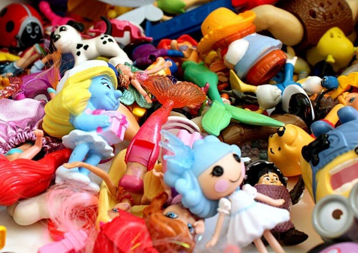 INTRO2 7 If You Owned At Least 8 Of These 12 Toys You're A TRUE 80s Kid!