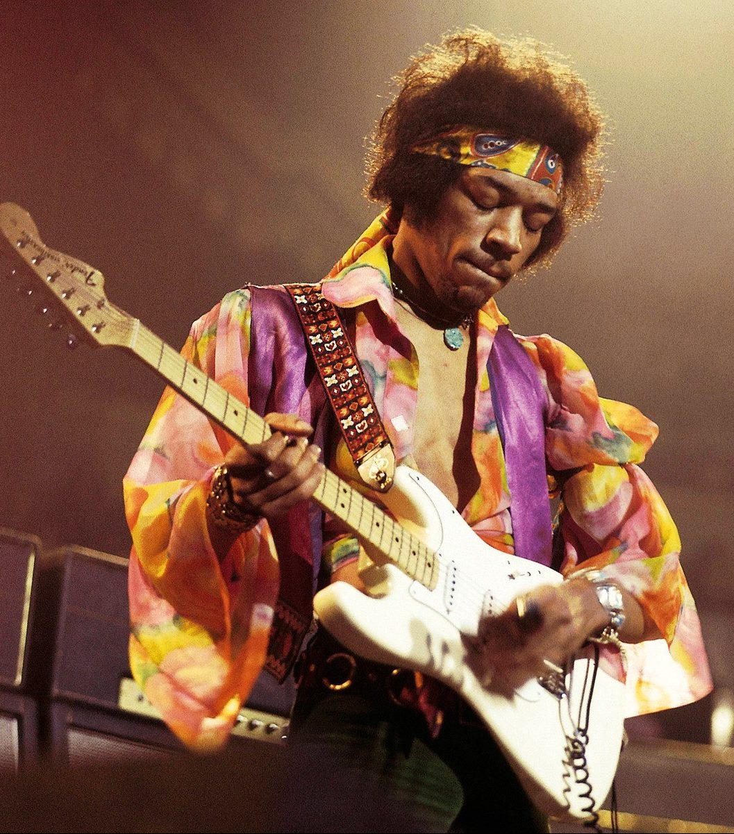 jimi hendrix performing in 1969 e1574416979430 25 Celebrities You Didn't Know Served In The Military