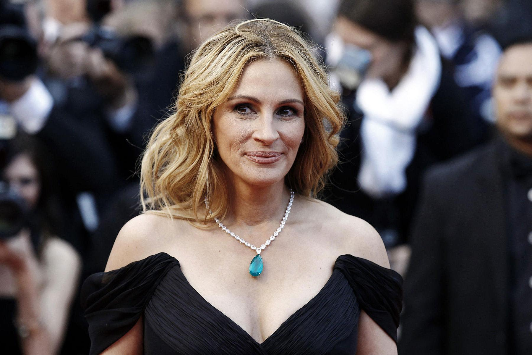 wenn juliaroberts 110117 1800x1200 10 Celebrities Who Have Their Own Private Islands