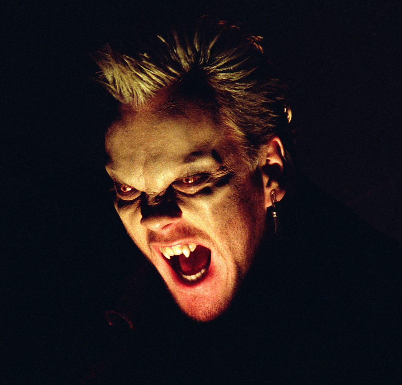 160818 the lost boys news e1598346942702 20 Horror Movies That Defined The 1980s