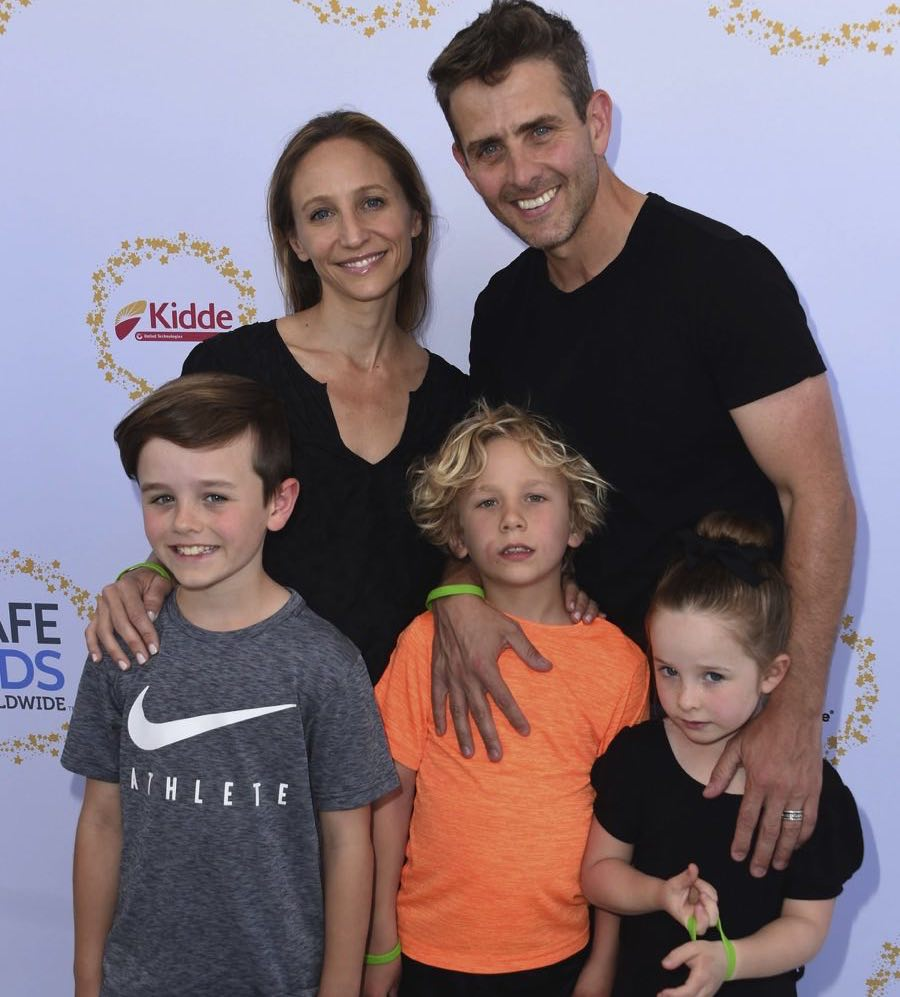 Joey McIntyre with wife and three kids, 2017