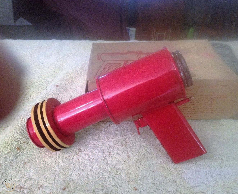 austin magic pistol sparker works 1 69da9cb7cc068b7ca623aaece1103c96 2 e1606737580129 30 Childhood Toys So Dangerous They Ended Up Banned
