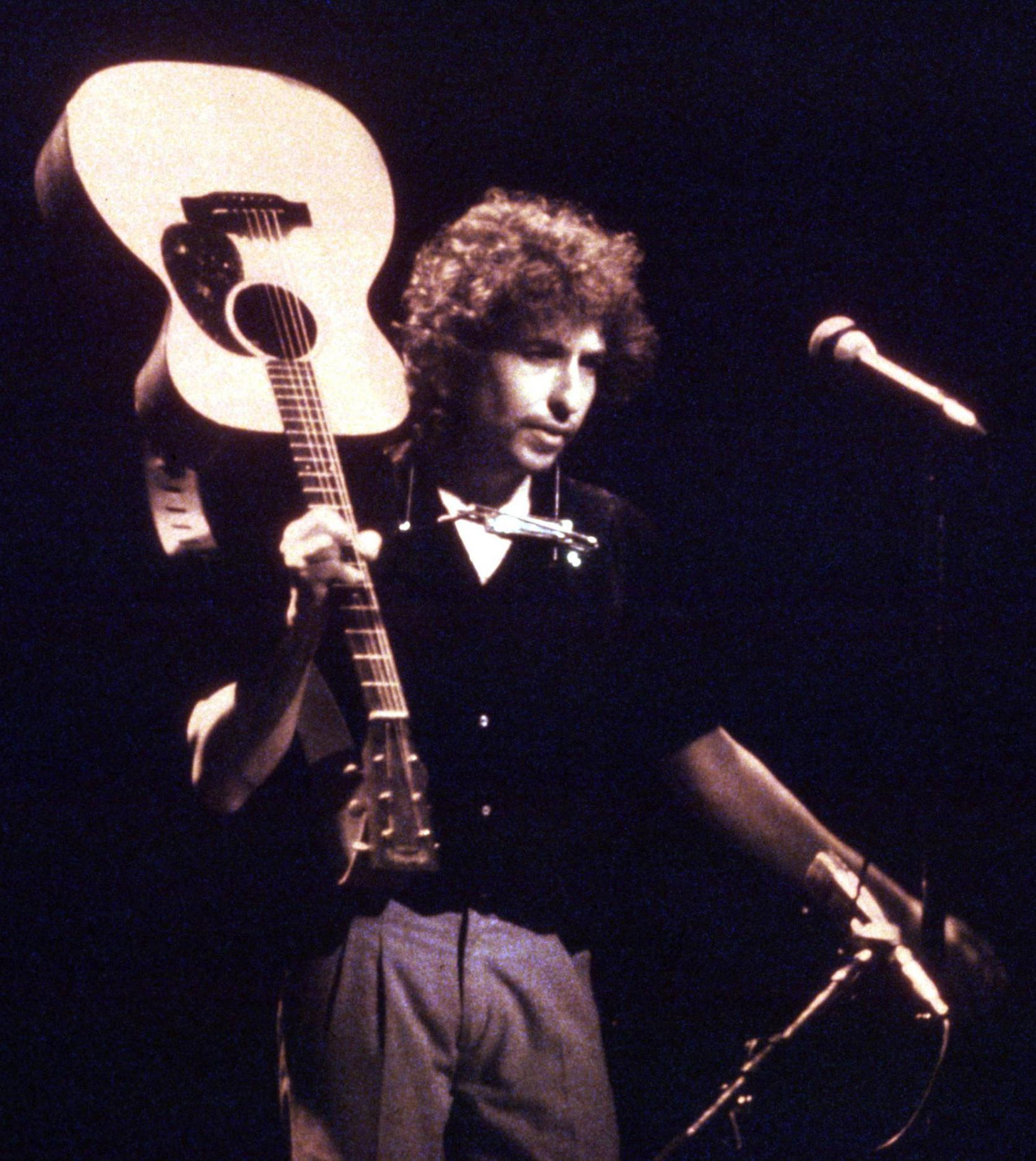 bob dylan concert 10 Celebrities Who Are Surprisingly Super-Religious