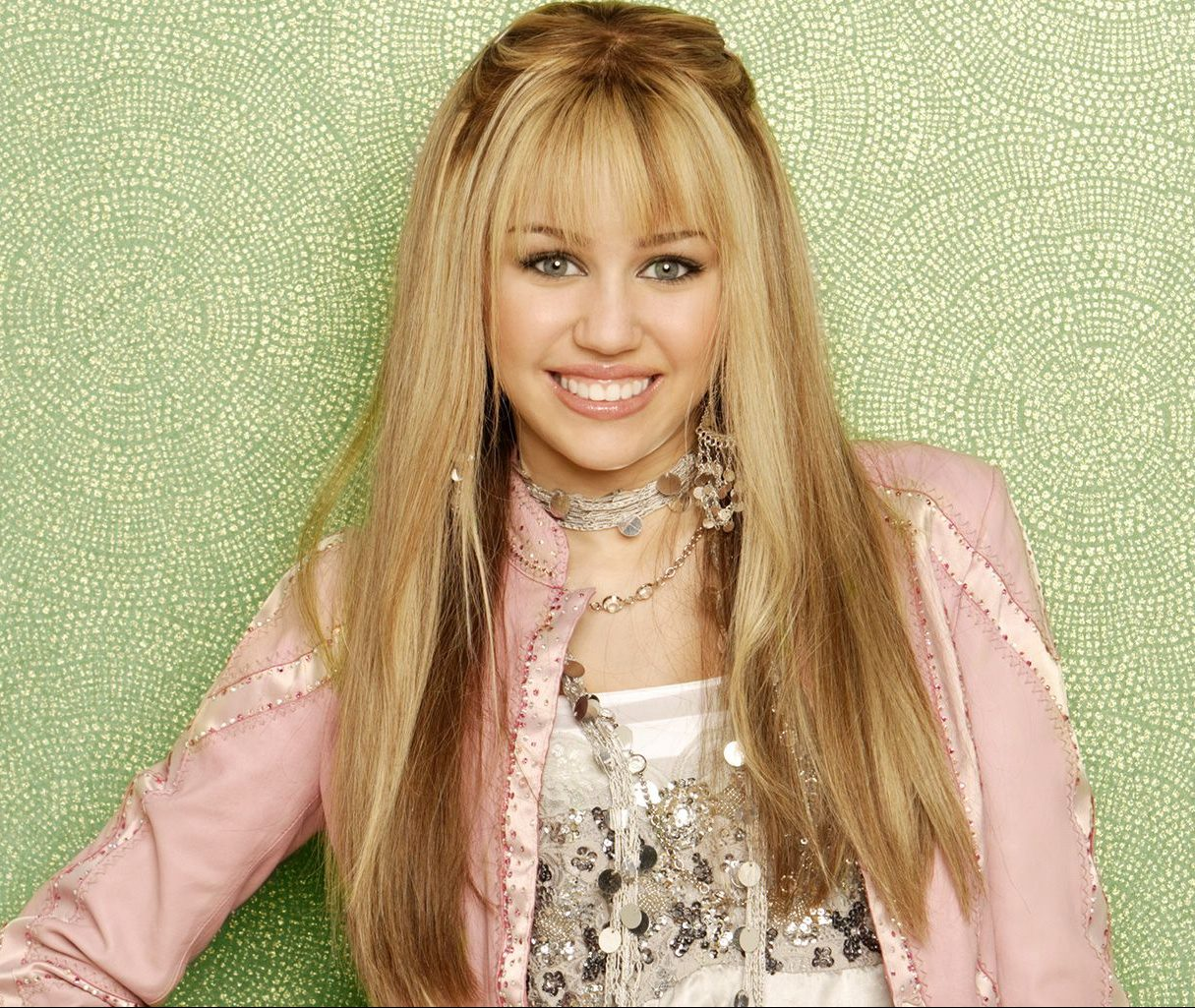 miley cyrus hannah montana 1553890374 e1606740905628 30 Childhood Toys So Dangerous They Ended Up Banned