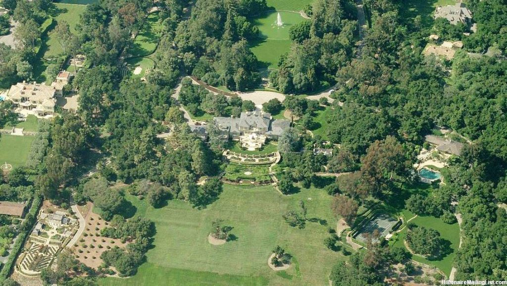 oprahs house montecito ca 19 22 Things You Didn't Know About Oprah Winfrey