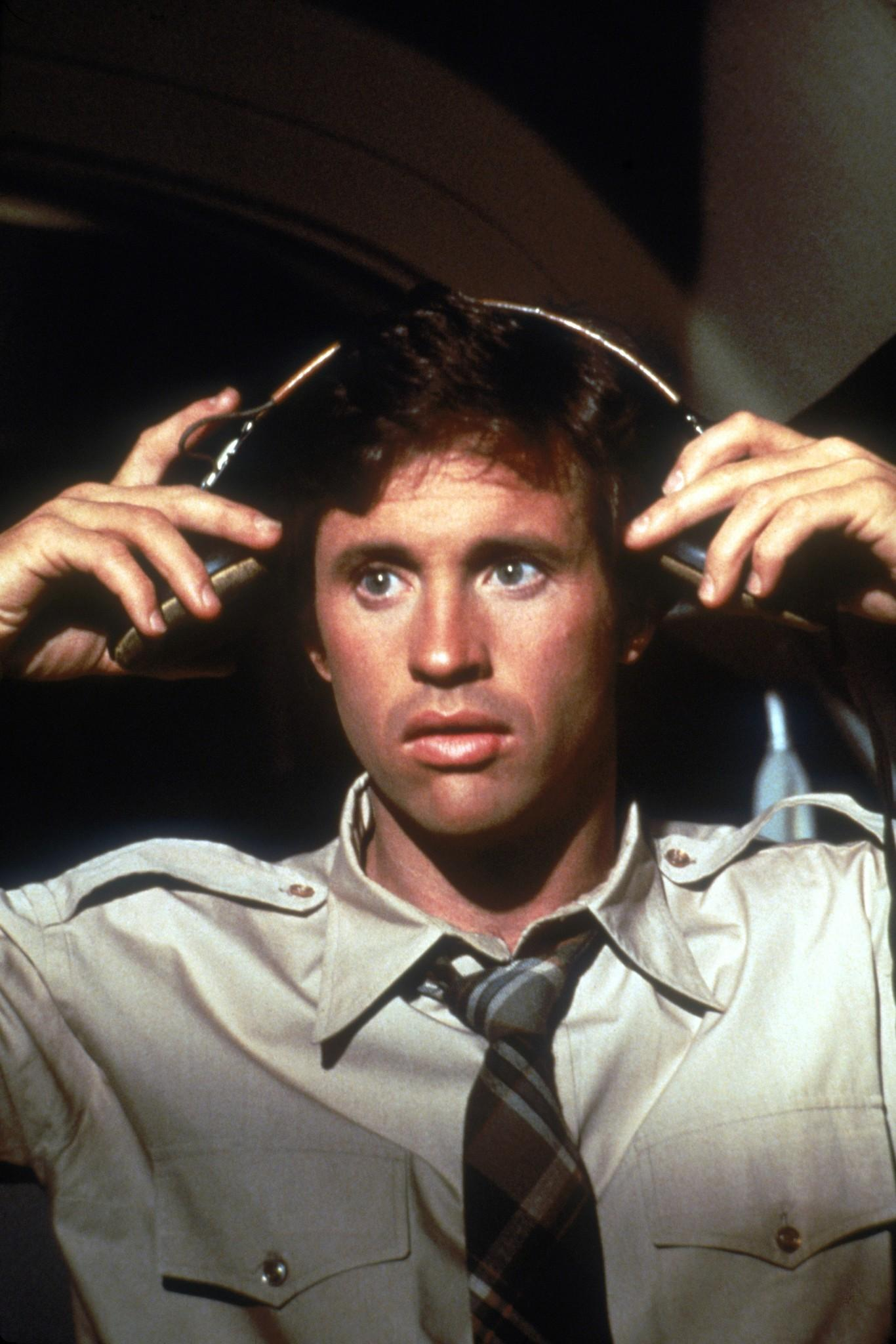 still of robert hays in airplane 1980 large picture 25 Things You Never Knew About David Letterman