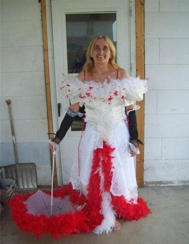 wedding dress 17 20 Of The Most Horrific Wedding Dresses In Existence