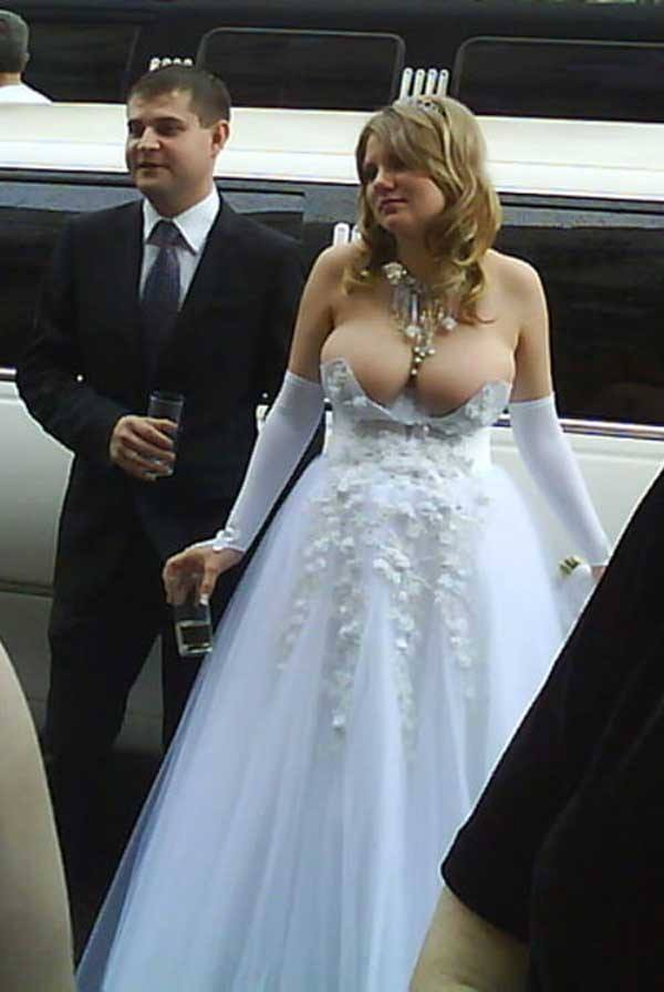wedding dress 2 20 Of The Most Horrific Wedding Dresses In Existence