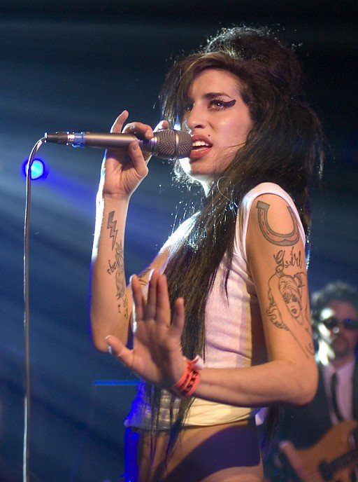 winehouse amy 07a 1 e1379113570220 These Celebrities Were Expelled From School. The Reasons Why Will Surprise You!