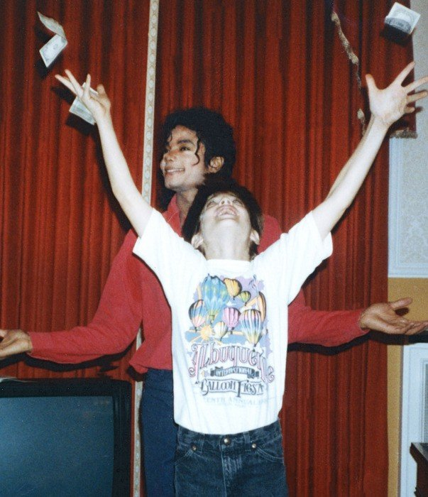 01 leaving neverland.w700.h700 Michael Jackson's Body May Be 'Exhumed' For DNA Samples As Bombshell Claims Air