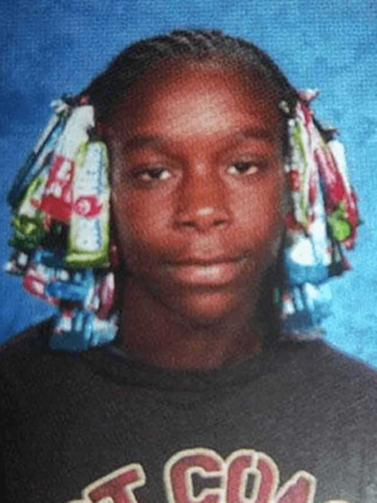 10 15 Hilariously Awkward Yearbook Photos