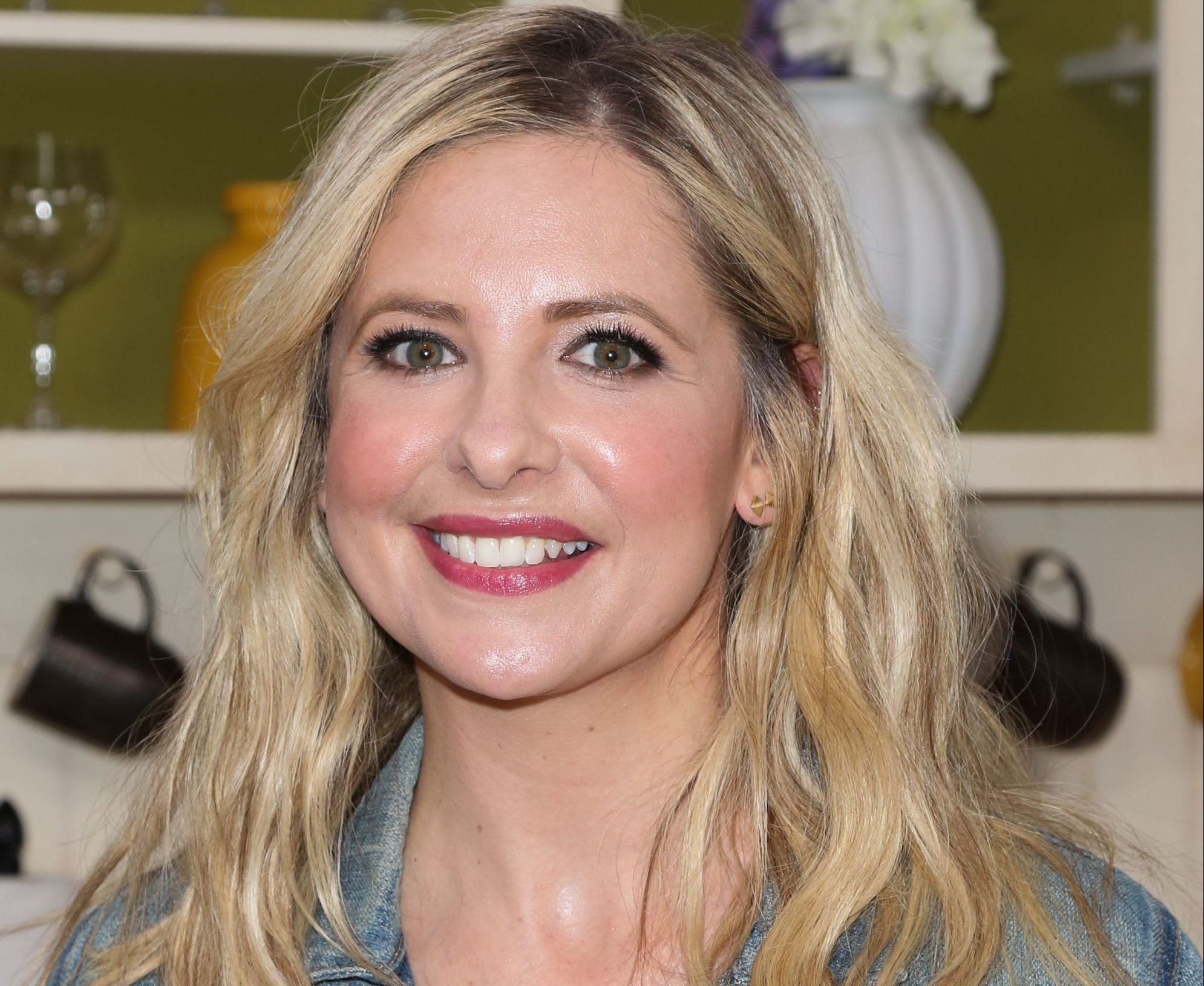 1542655133 actress sarah michelle gellar visit hallmarks home family news photo 962856582 1542636945 e1613734126511 25 Things You Didn't Know About Buffy The Vampire Slayer