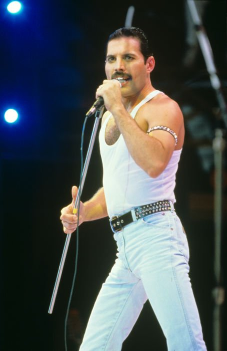18abe152 f4c2 11e5 99e4 fc504a0c4dd3 This Is The Complete Side By Side Comparison Of Freddie Mercury And Rami Malek At Live Aid