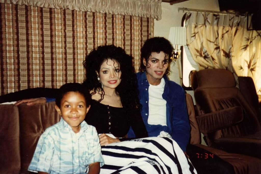 Emmanuel Latoya Jackson and Michael Jackson michael jackson 29895358 1176 787 La Toya Jackson Calls Her Own Brother A Paedophile In Unearthed Interview From the 90s