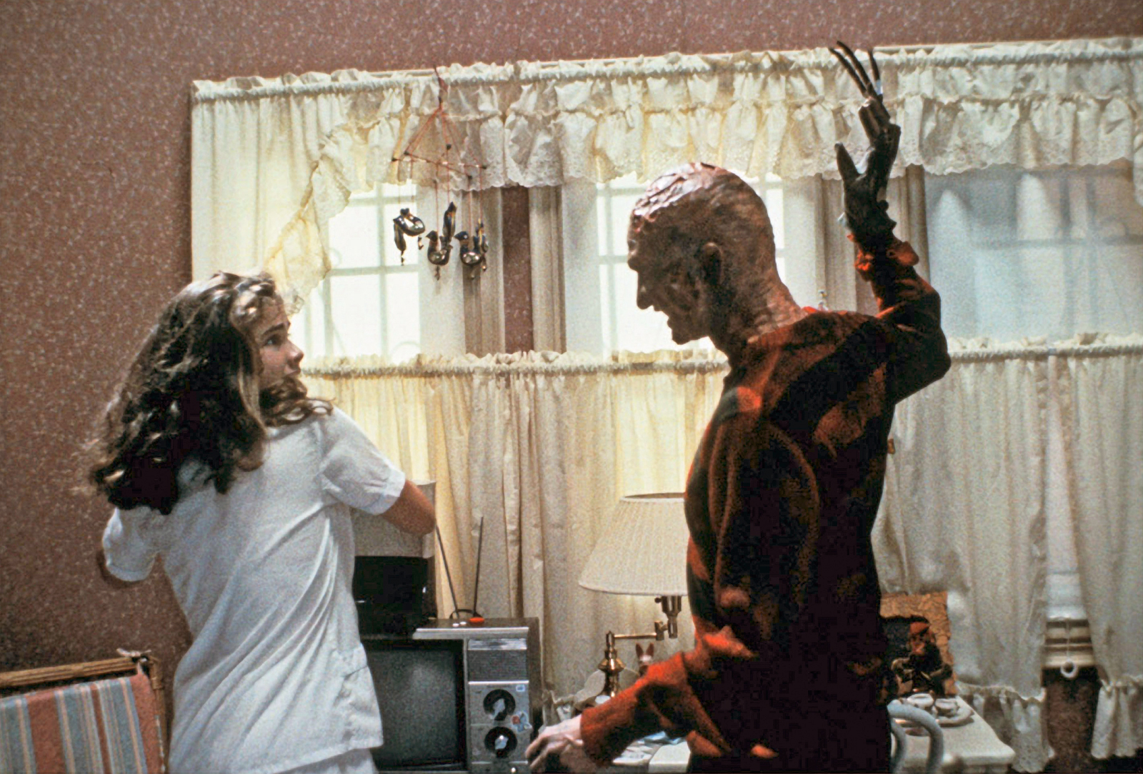 Heather Langenkamp Robert Englund A Nightmare on A Nightmare On Elm Street Is Based On A True Story, And More You Never Knew About The Film