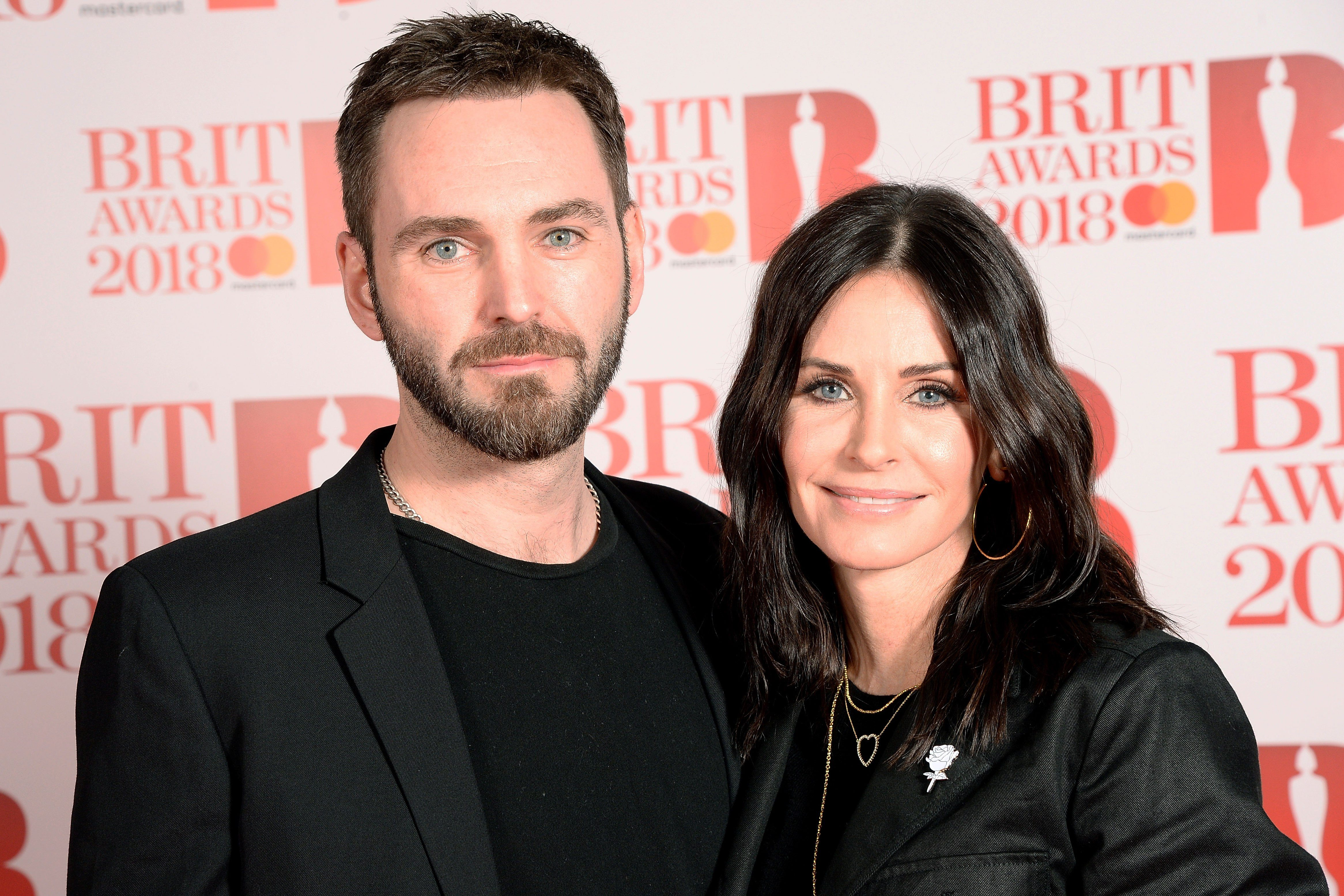 courteney cox johnny mcdaid Courteney Cox Reenacts Iconic Friends Scene While Moving Furniture Through Her House