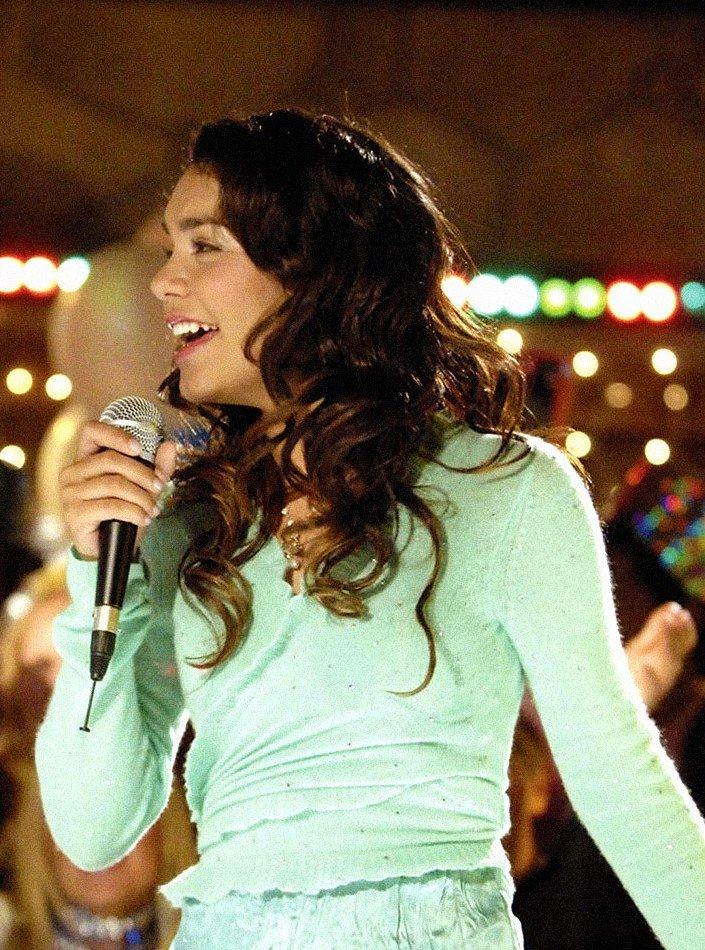 high school musical zac efronp vanessa hudgens 10 Huge Disney Channel Stars Then And Now