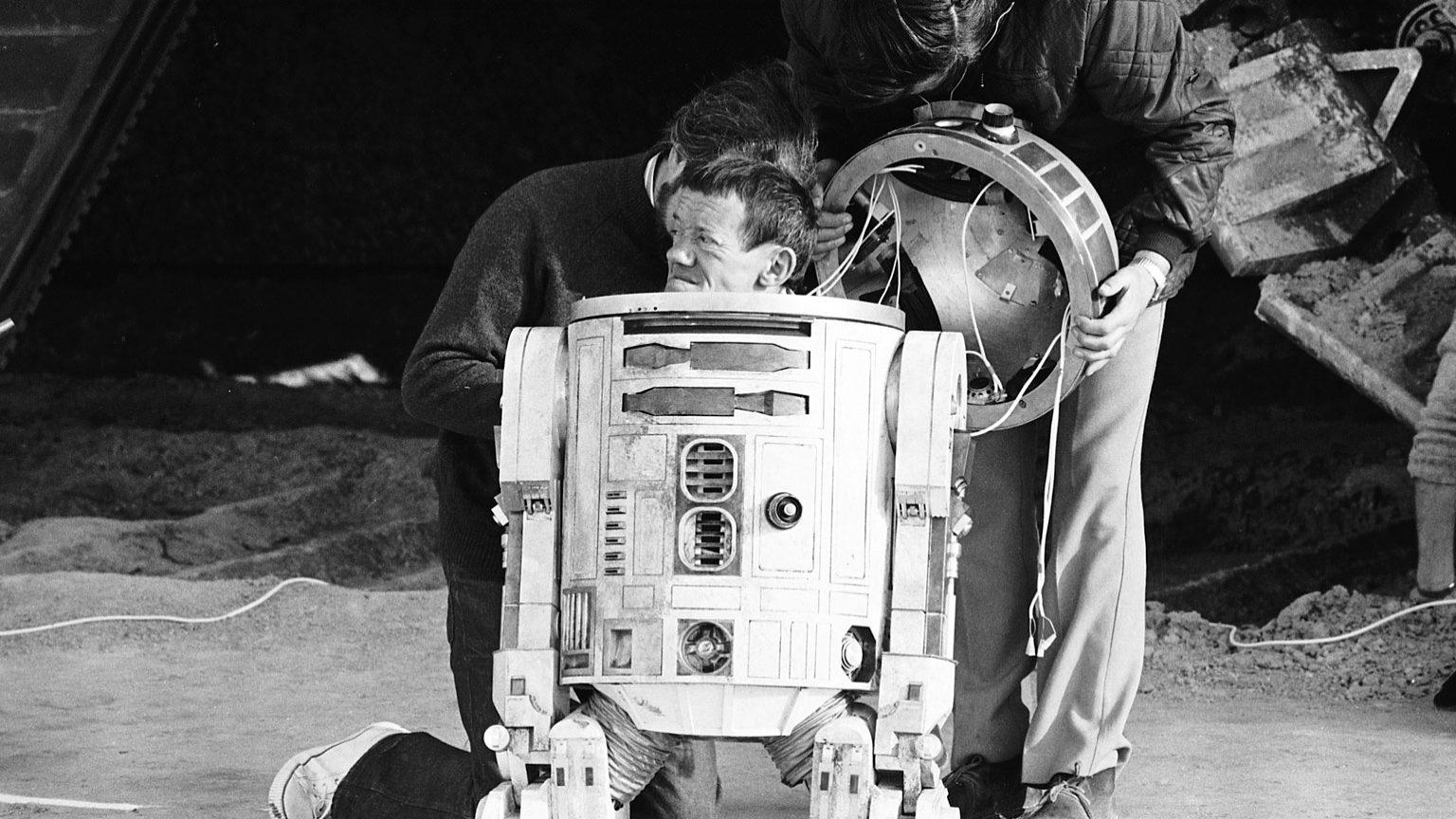 kenny baker bw 1536x864 361826315708 10 Things You Didn't Know About Star Wars: Episode IV - A New Hope
