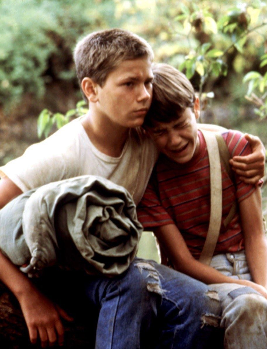 River Phoenix and Wil Wheaton as Chris Chambers and Gordie Lachance in Stand by Me (1986)