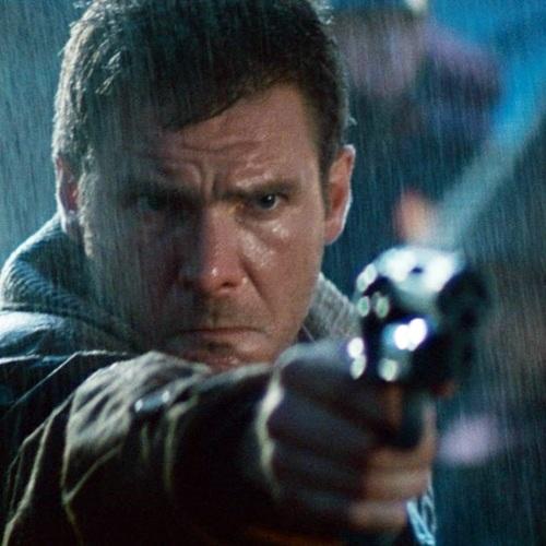 Harrison aiming his gun as Rick Deckard in Blade Runner (1982)