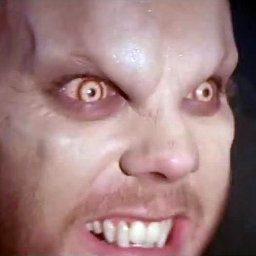Kiefer Sutherland wearing vampire contact lenses, The Lost Boys