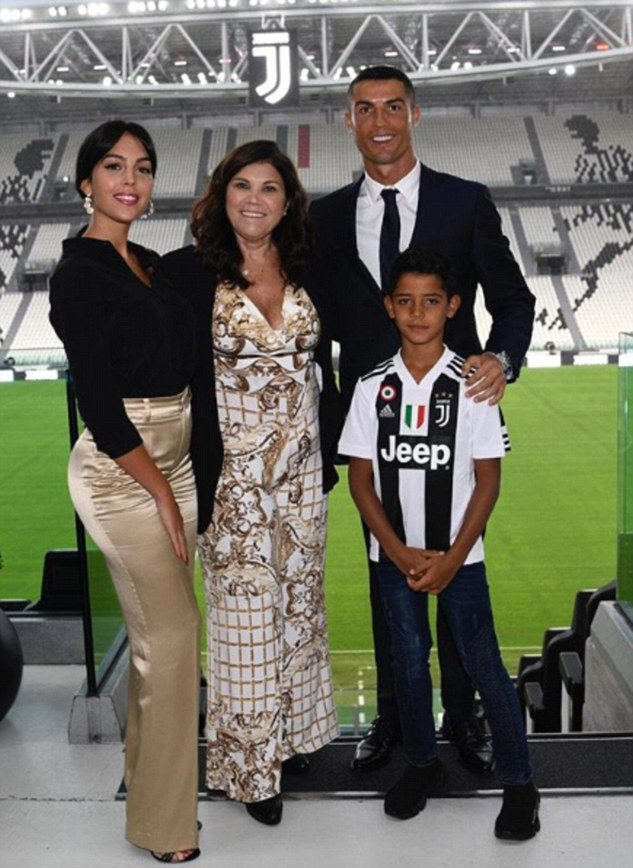 4E56F74B00000578 0 Cristiano Ronaldo was presented as a Juventus player for the fir a 21 1531866558971 10 Things You Didn't Know About Cristiano Ronaldo