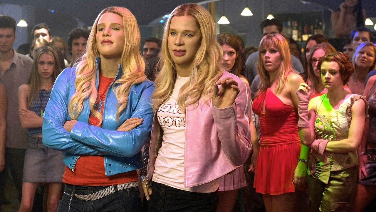 5d1a01eea5cae30dee93d4ecf6d620e76e4bb267 Busy Philipps Has Reunited The Cast Of 'White Chicks' For That Iconic Dance-Off
