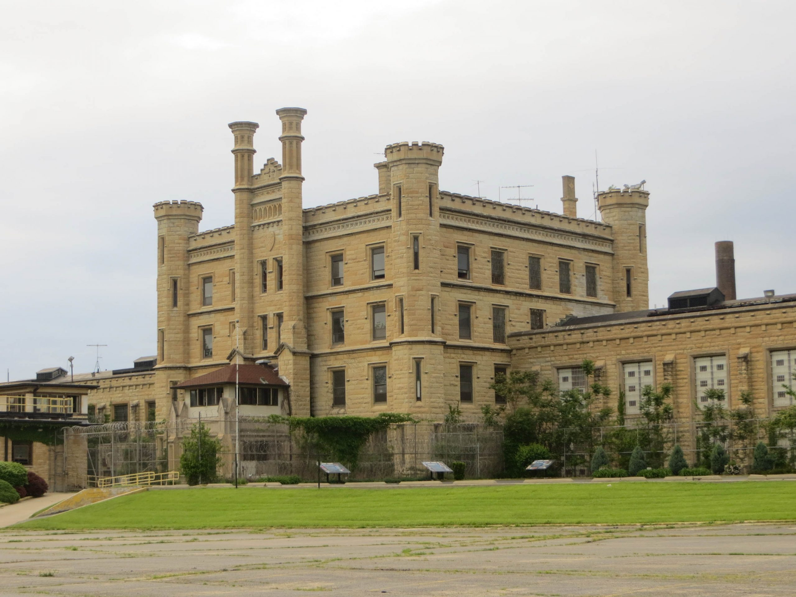 Joliet State Prison 10045283735 scaled 25 Things You Never Knew About The Blues Brothers
