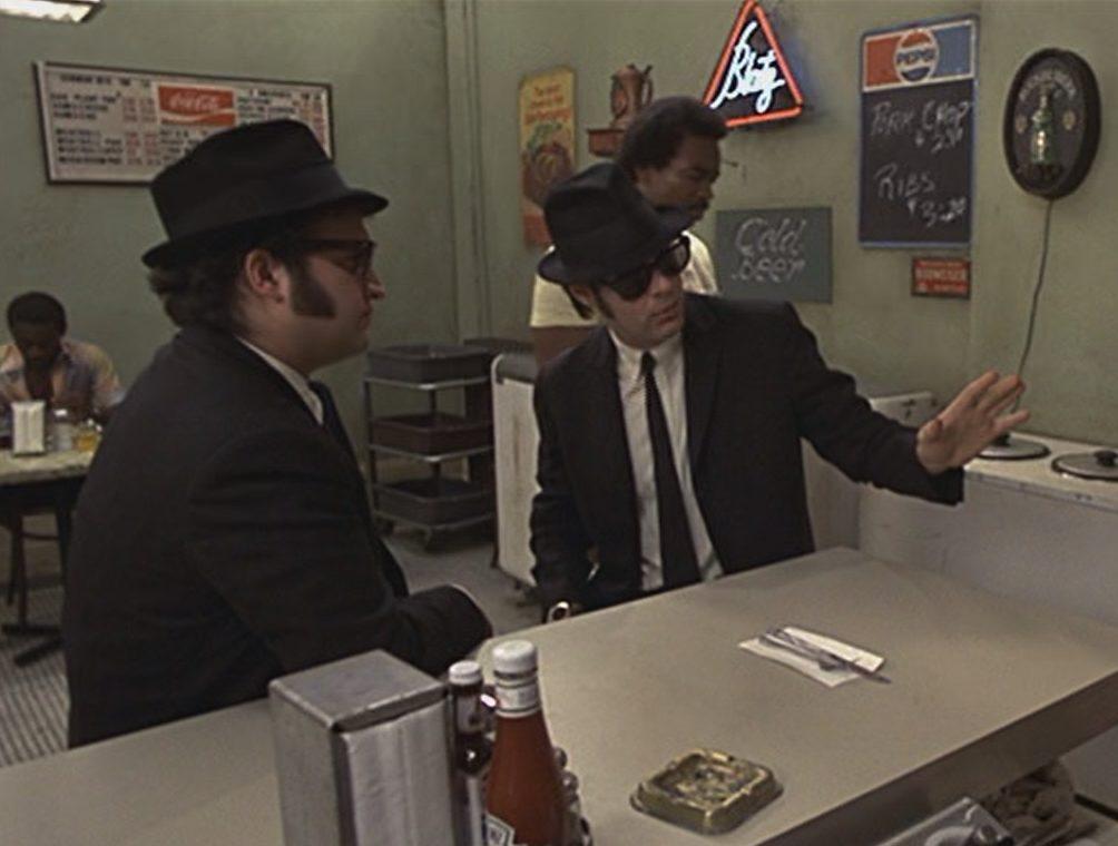 MV5BMGE1ZDdmM2YtMzcwOC00MjJlLWJhNDgtOTUxOTJiZjlmYWVjXkEyXkFqcGdeQXVyMTcwNTE1Ng@@. V1 e1621955106457 25 Things You Never Knew About The Blues Brothers