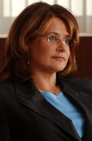 Lorraine Bracco as Dr Jennifer Melfi
