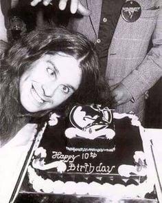 c3905638436f69b33053c7ca310d78e5 birthday treats ozzy osbourne 27 Things You Never Knew About Ozzy Osbourne