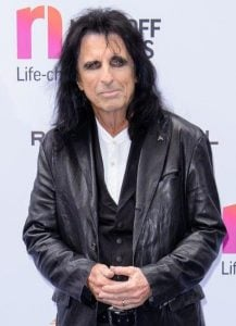 cooper 17 e1554980144159 10 Things You Never Knew About Alice Cooper