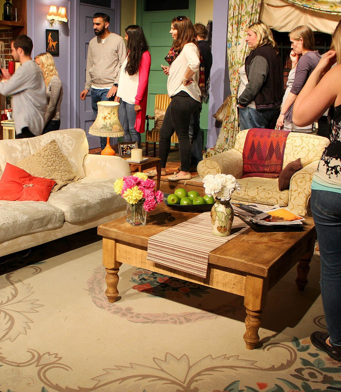 friendsfest monica apartment 1 e1584022638725 There Was Originally A 7th Friend, And More You Never Knew About Friends