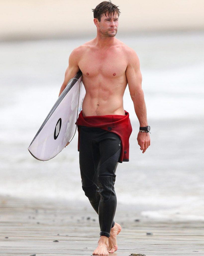 DqIITJzX4AAtUDl 20 Things You Didn't Know About Chris Hemsworth