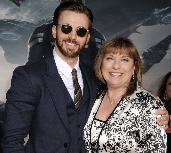 E09wBkZUYAE5MPX e1625669067912 20 Things You Didn't Know About Chris Evans